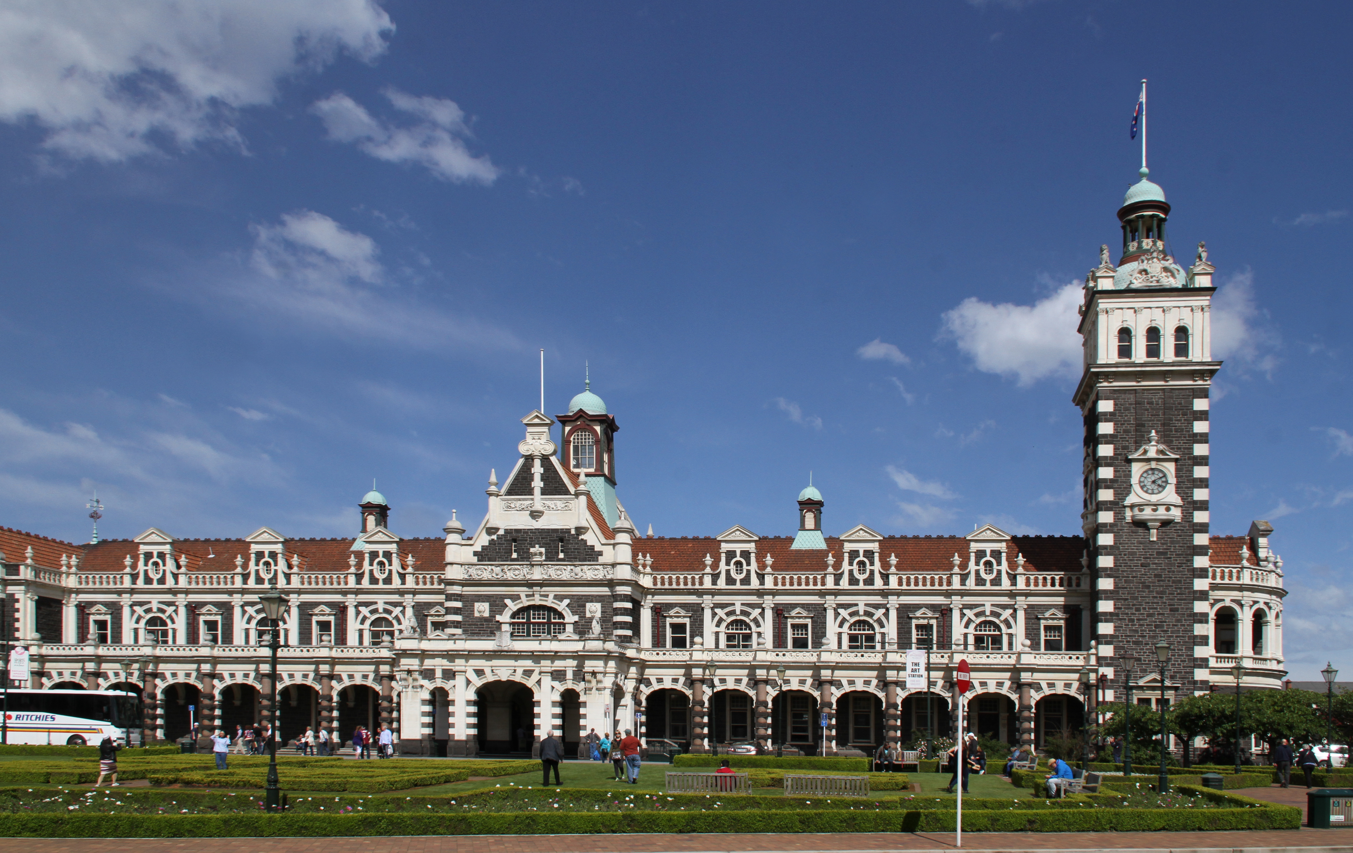 Dunedin Railway Station Photo by Tony Hisgett